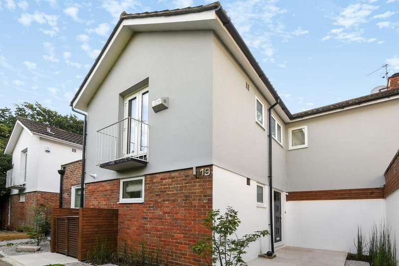 3 Bedrooms Terraced House for sale in Oakfield Gardens, Crystal Palace