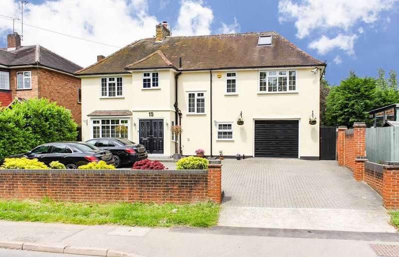5 Bedrooms Detached House for sale in Stewards Green Road, Epping