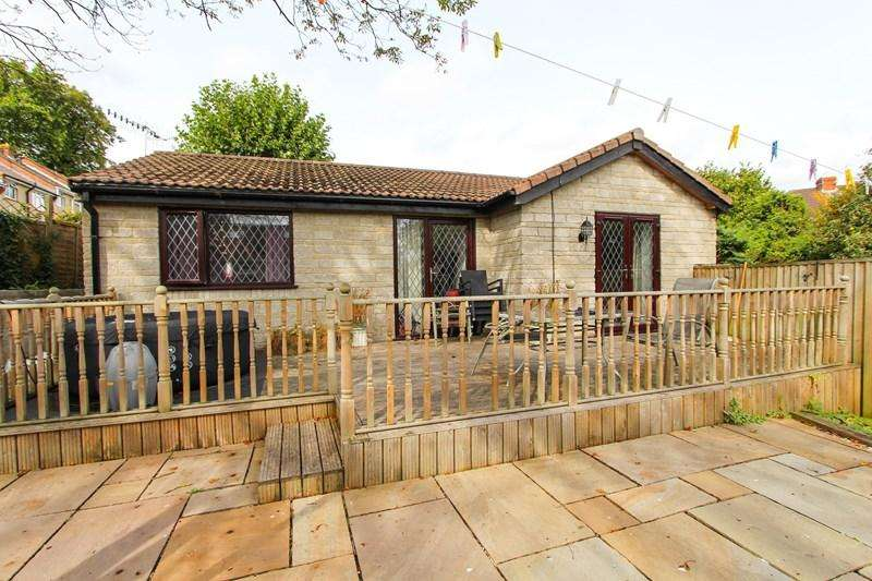 2 Bedrooms Detached Bungalow for sale in Hill Street, Kingswood, Bristol