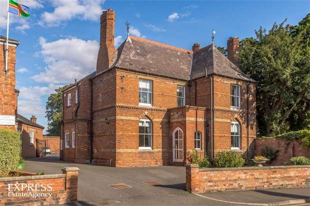 5 Bedrooms Town House for sale in Eastgate, Louth, Lincolnshire