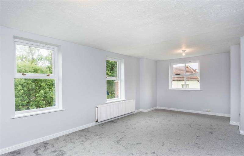 2 Bedrooms Flat for sale in Coastguard Court Station Road Netley Abbey Southampton