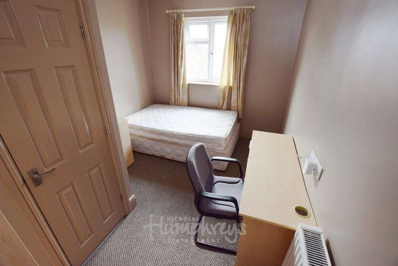 7 Bedrooms Property