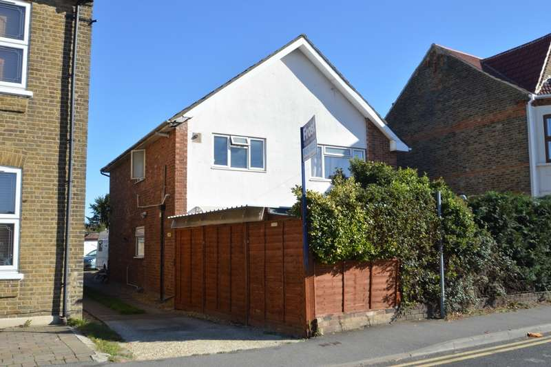 2 Bedrooms Maisonette Flat for sale in Meadfield Road, Langley, SL3