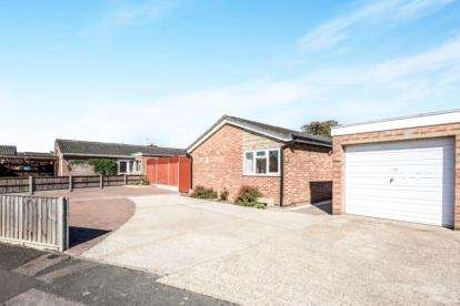 3 Bedrooms Bungalow for sale in The Firs, Kempston, Bedford, Bedfordshire