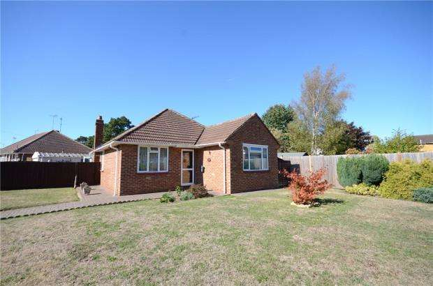 3 Bedrooms Detached Bungalow for sale in Roslyn Road, Woodley, Reading