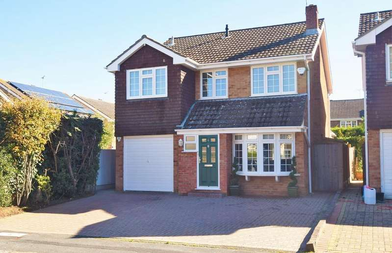 4 Bedrooms Detached House for sale in Hillhouse Close, Billericay, CM12