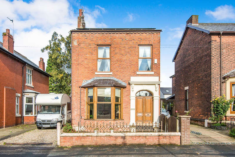 4 Bedrooms Detached House for sale in Victoria Parade, Ashton-On-Ribble, Preston, PR2