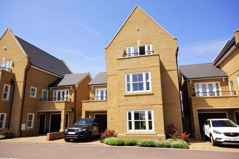 5 Bedrooms Detached House for sale in Gunners Rise, Shoeburyness, Southend-On-Sea