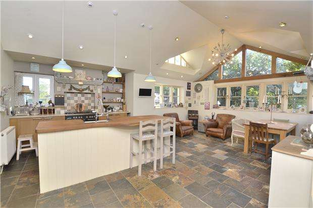 4 Bedrooms Detached Bungalow for sale in Elmgrove Road West, Hardwicke, GLOUCESTER, GL2 4PU