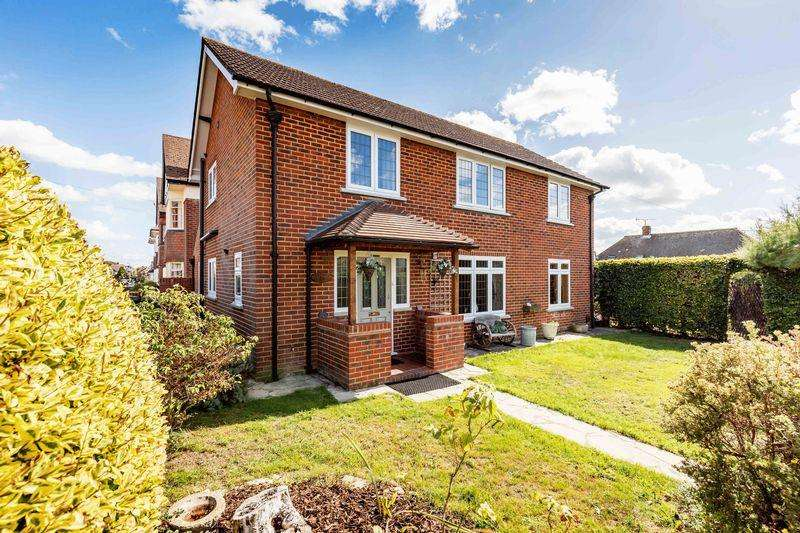 3 Bedrooms Detached House for sale in Burrill Avenue, East Cosham