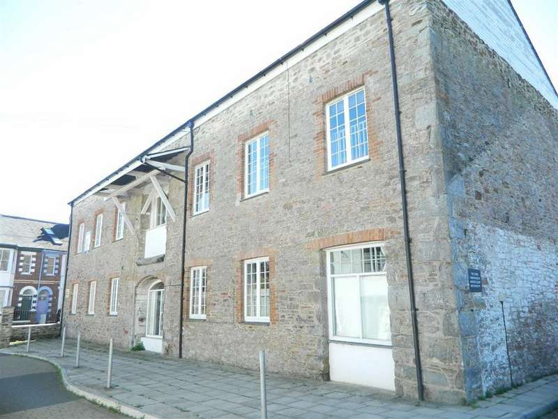 3 Bedrooms Apartment Flat for sale in Bridge Court, Castle Street, Totnes, Devon, TQ9