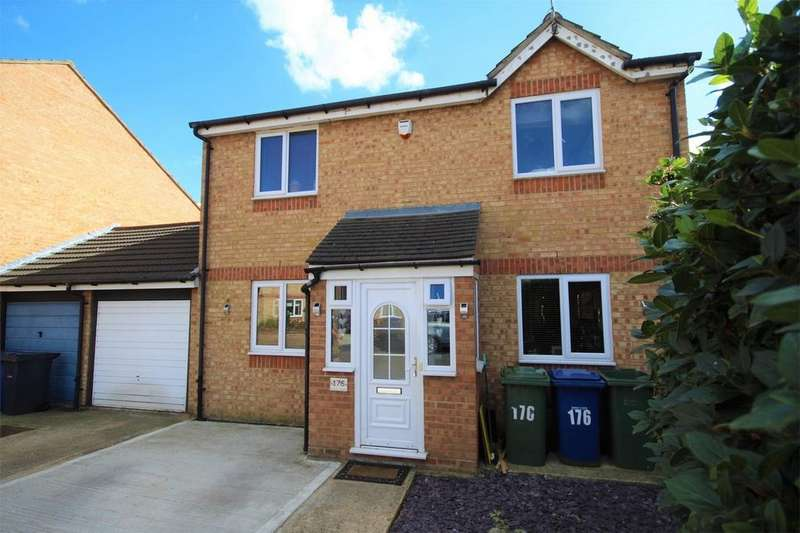 4 Bedrooms Detached House for sale in Danbury Crescent, South Ockendon, Essex