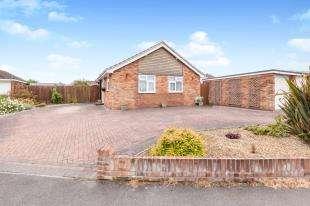 3 Bedrooms Detached House for sale in Hamlands Lane, Eastbourne, East Sussex