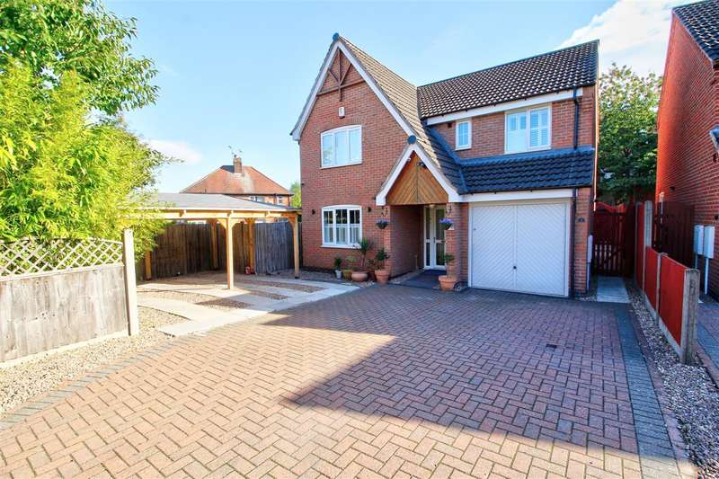 4 Bedrooms Detached House for sale in Castle Court, Heanor