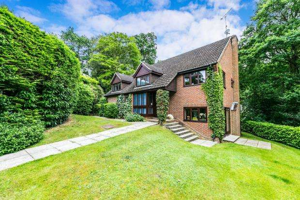 5 Bedrooms Detached House for sale in Sandhurst, Berkshire