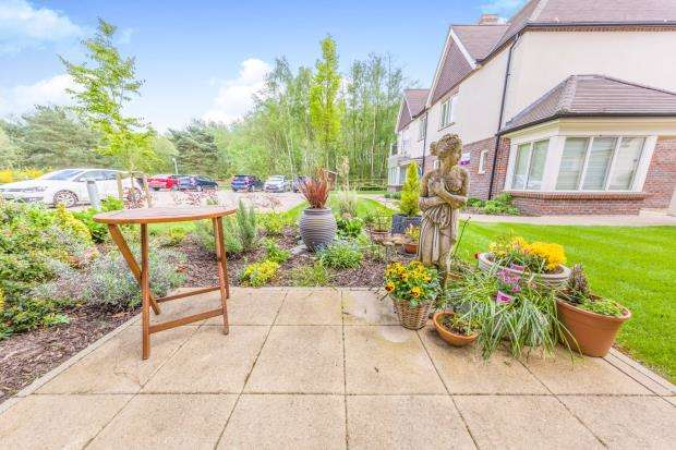 2 Bedrooms Retirement Property for sale in Blackman Court, Yateley