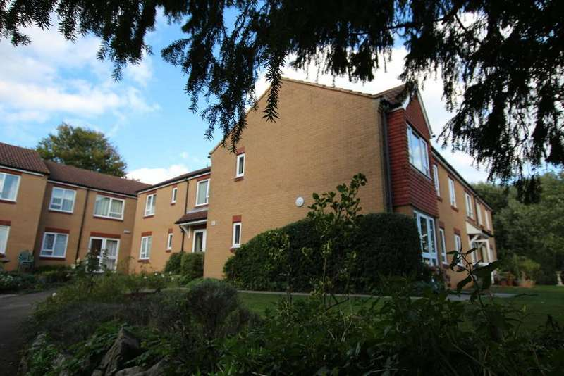 1 Bedroom Flat for sale in Sunny and bright south facing apartment with views to the Mendips.