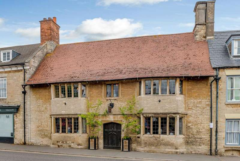 5 Bedrooms Terraced House for sale in Market Square, Higham Ferrers, Rushden