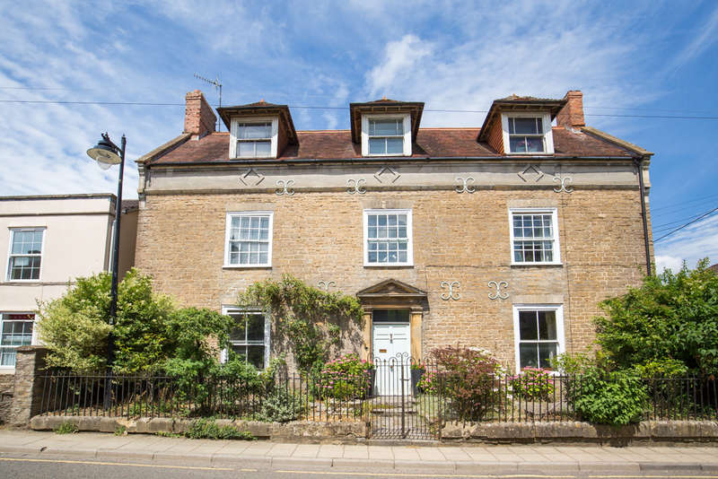 4 Bedrooms Detached House for sale in Bruton, Somerset, BA10