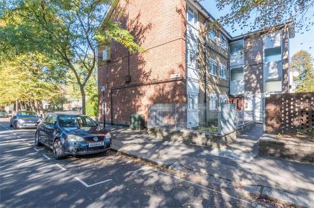 2 Bedrooms Flat for sale in Claremont Road, Forest Gate, London