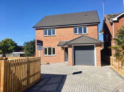 4 Bedrooms Detached House for sale in Poole, Dorset