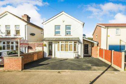 4 Bedrooms Detached House for sale in Harrowden Road, Bedford, Bedfordshire