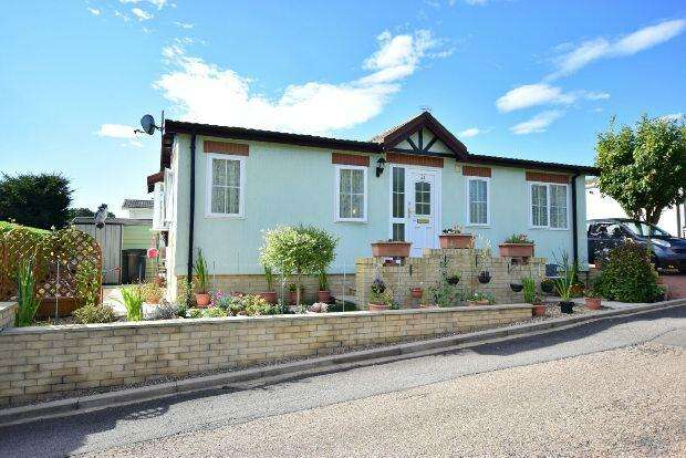 2 Bedrooms Detached House for sale in Kingsmead Park, Swinhope, MARKET RASEN