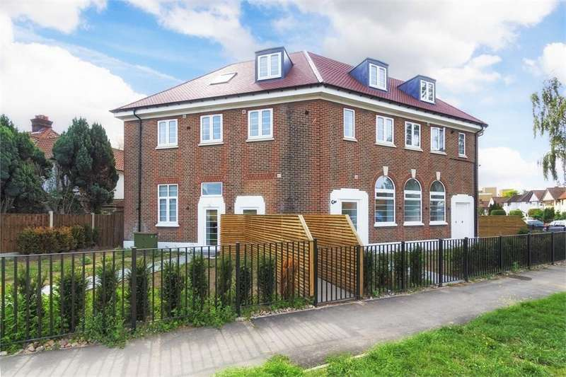 3 Bedrooms Flat for sale in Grand Approach, 2 Bathurst Walk, Richings Park, Buckinghamshire
