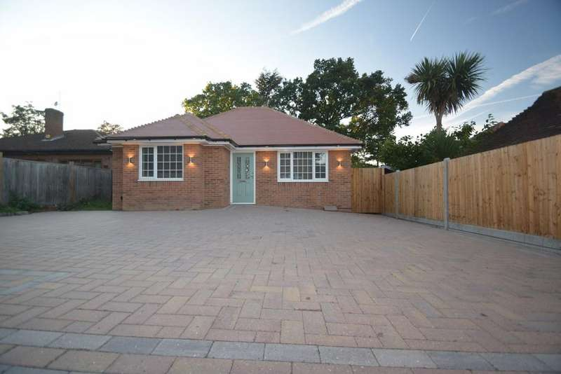 3 Bedrooms Detached Bungalow for sale in Walderslade Road, Chatham, ME4