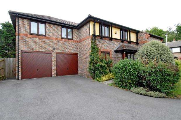 5 Bedrooms Detached House for sale in Tarragon Close, Bracknell, Berkshire