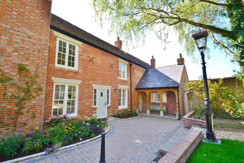 3 Bedrooms Terraced House for sale in Stapehill