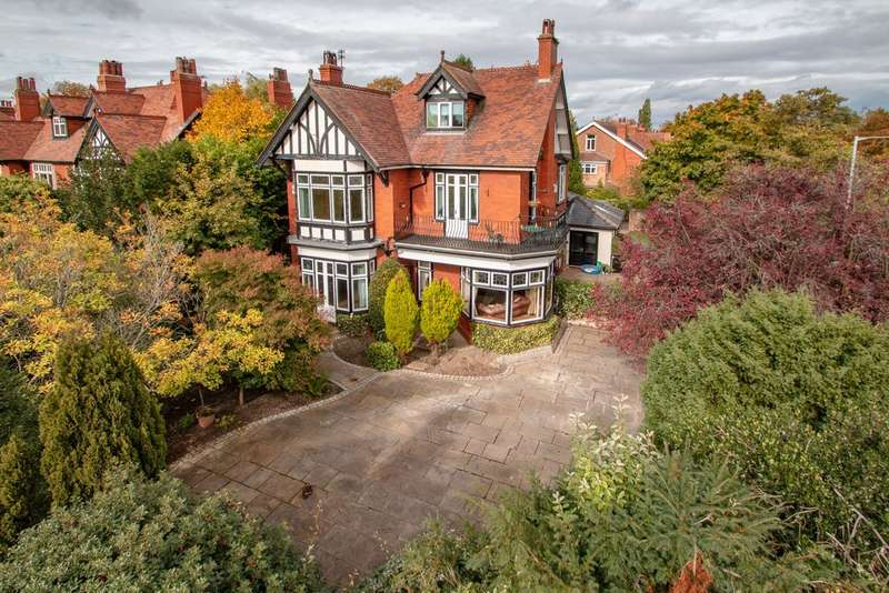 4 Bedrooms Detached House for sale in Ladybrook Road, Bramhall