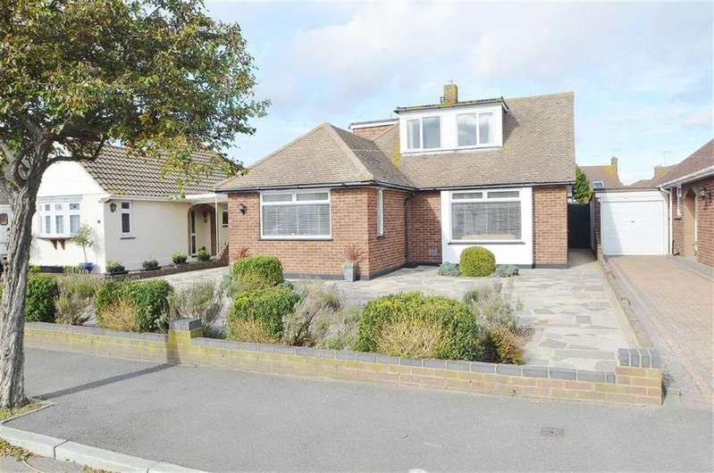4 Bedrooms Chalet House for sale in Leitrim Avenue, Shoeburyness