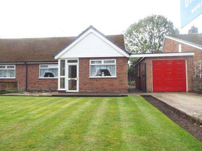 3 Bedrooms Bungalow for sale in Mayfield Avenue, Widnes, Cheshire, WA8
