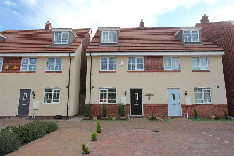 3 Bedrooms Semi Detached House for sale in Sansome Drive, Hinckley