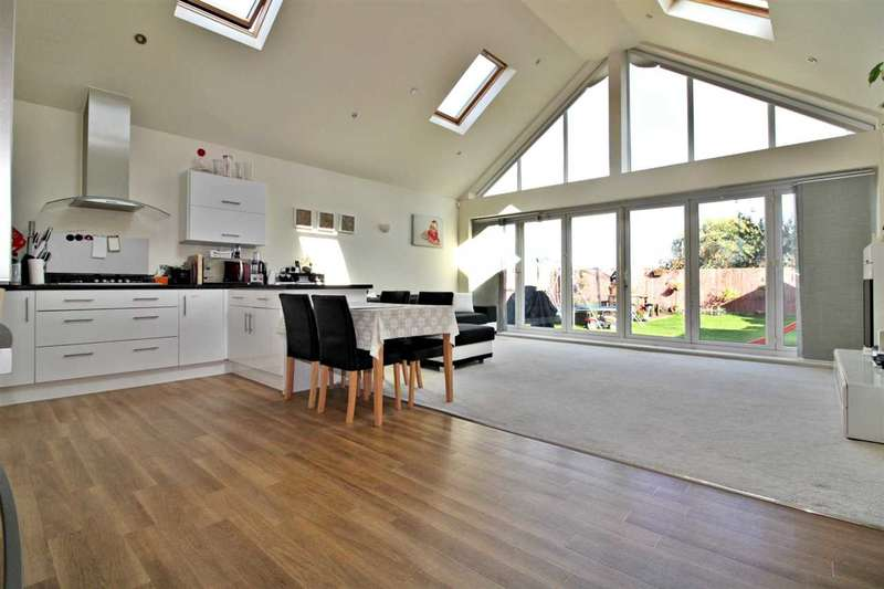 3 Bedrooms Detached Bungalow for sale in Kinson Road, Bournemouth