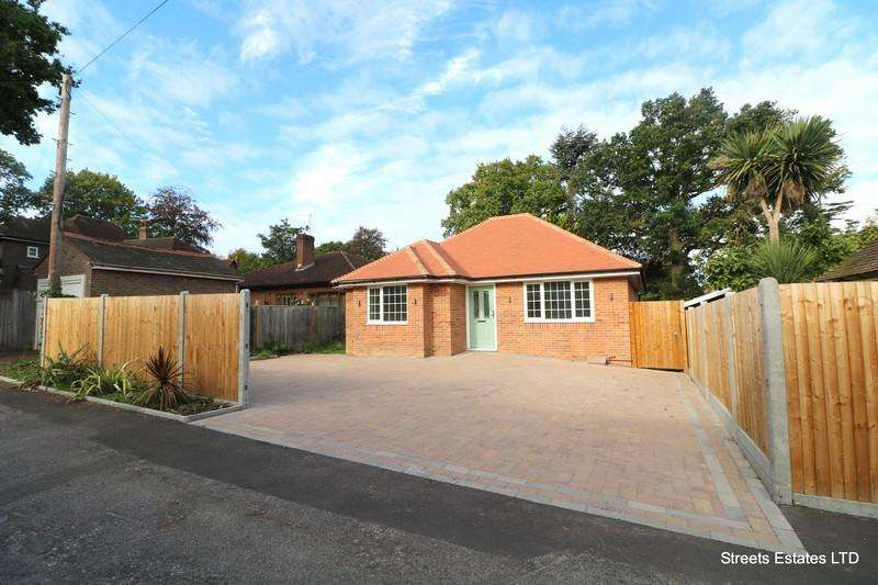3 Bedrooms Detached Bungalow for sale in Walderslade Road, Chatham ME4