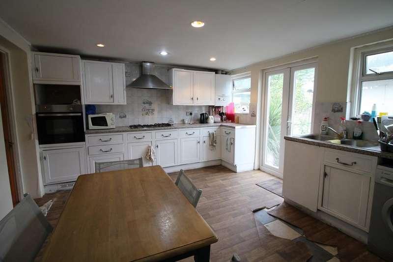3 Bedrooms Terraced House for sale in Lucas Avenue, London, E13