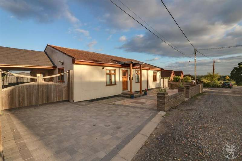 3 Bedrooms Detached Bungalow for sale in The Robins, Ramsden View Road, Wickford