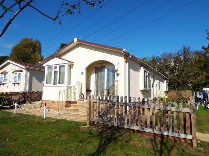 2 Bedrooms Mobile Home for sale in The Triangle, Almondsbury, Bristol, Gloucestershire