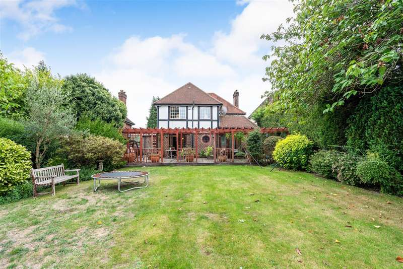 4 Bedrooms Detached House for sale in Fir Tree Road, Epsom