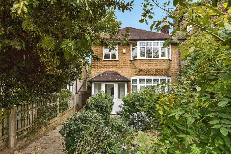 3 Bedrooms Detached House for sale in Addington Grove, Sydenham