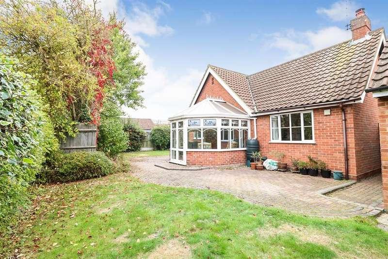 2 Bedrooms Detached Bungalow for sale in Woodfield Way, Hatfield Peverel, Chelmsford