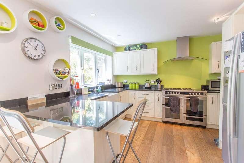 4 Bedrooms Detached House for sale in BEAUFORT GARDENS, ASCOT, BERKSHIRE, SL5 8PG