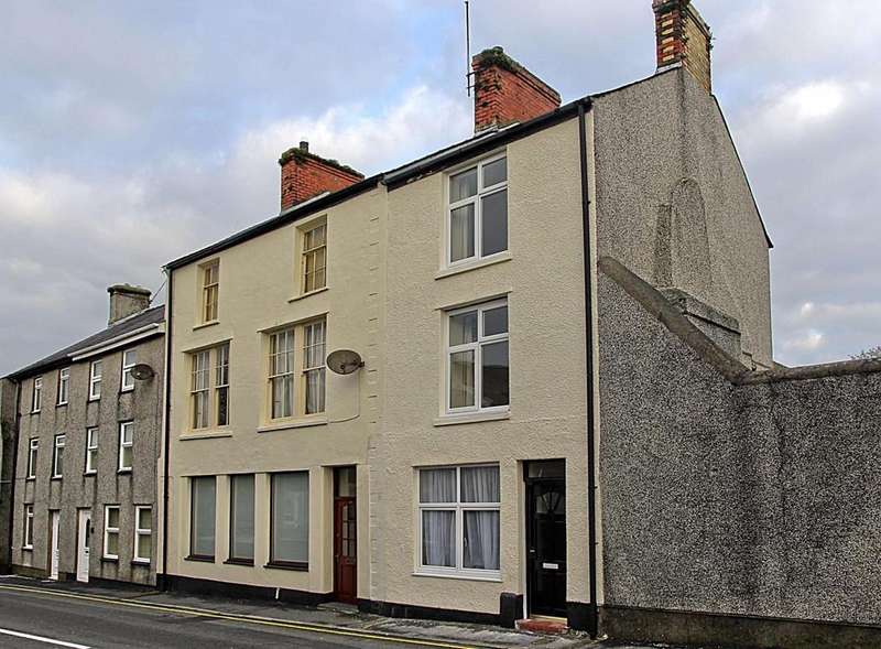4 Bedrooms End Of Terrace House for sale in High Street, Llanerchymedd, North Wales