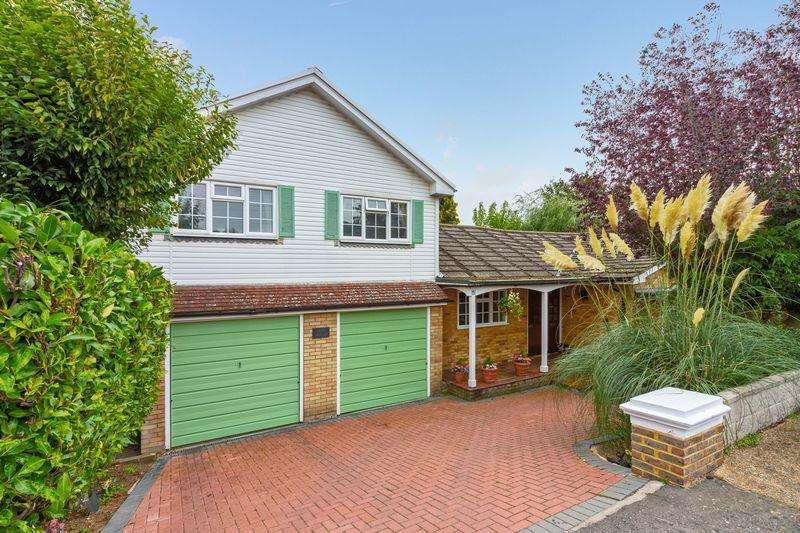 3 Bedrooms House for sale in Oakdene Way, Portslade, BN41 2RQ