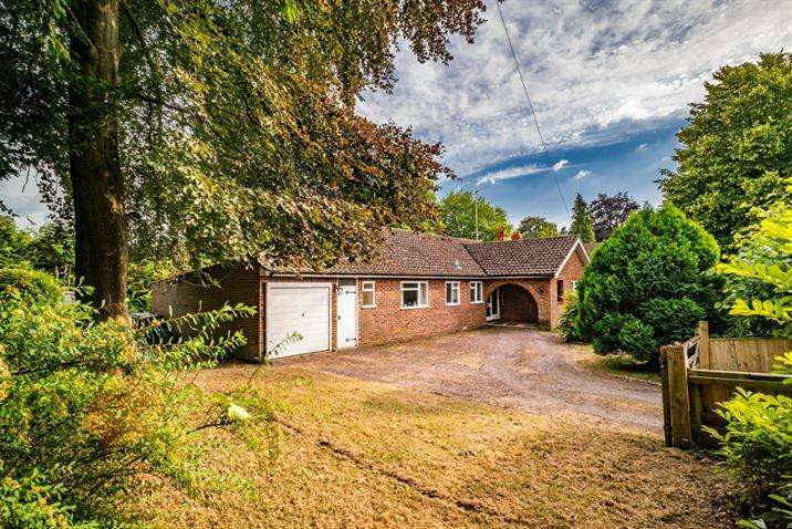 4 Bedrooms Detached House for sale in Linwood, Goring on Thames, RG8