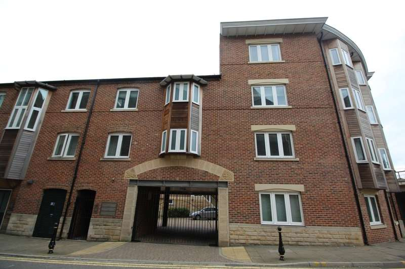 3 Bedrooms Flat for sale in Back Silver Street, Durham, DH1