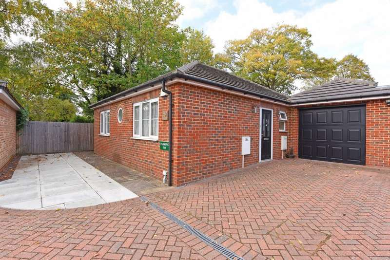 3 Bedrooms Bungalow for sale in Reading Road, Farnborough, GU14