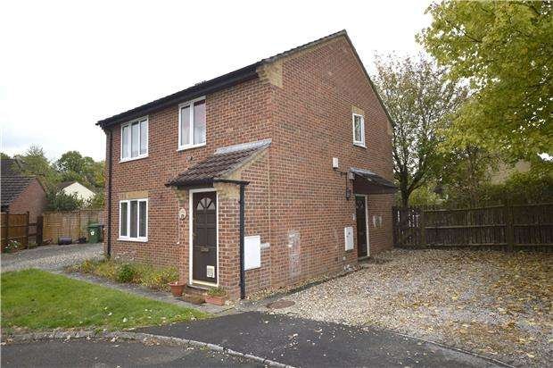 2 Bedrooms Maisonette Flat for sale in Stanley View, Dudbridge, Gloucestershire, GL5 3NJ